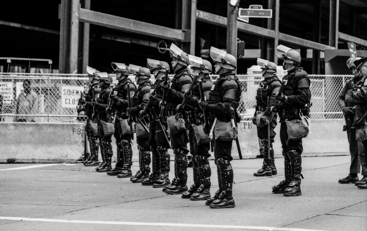 0015_WTO march-police 2-.jpg_SSE_Fried